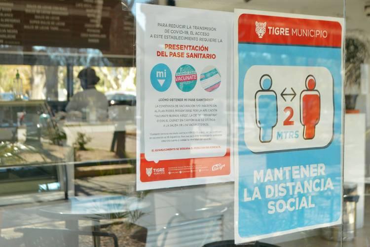 El Municipio distribuyó nueva cartelería informativa sobre el pase sanitario en locales gastronómicos de Tigre