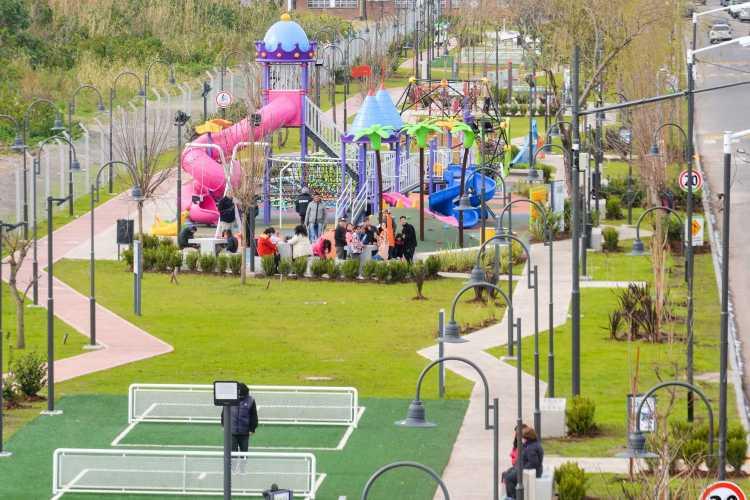San Fernando inauguró un gran parque donde antes había un zanjón a cielo abierto