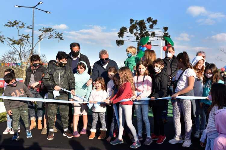 Julio y Gisela Zamora inauguraron la nueva Plaza Araucaria en Nuevo Delta