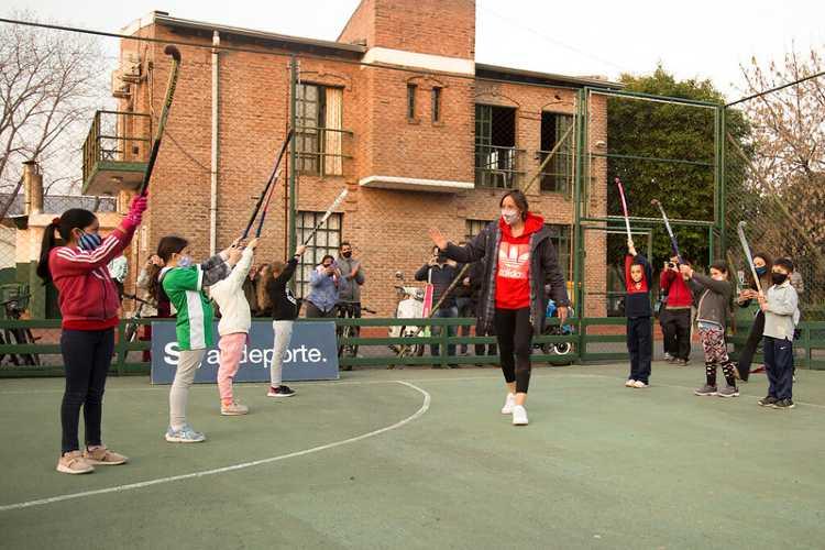 Emocionante recibimiento de la medallista olímpica Belén Succi en San Isidro