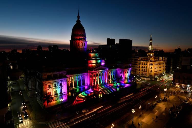 El Congreso, con los colores LGTBIQ en el día del Activismo por la Diversidad Sexual
