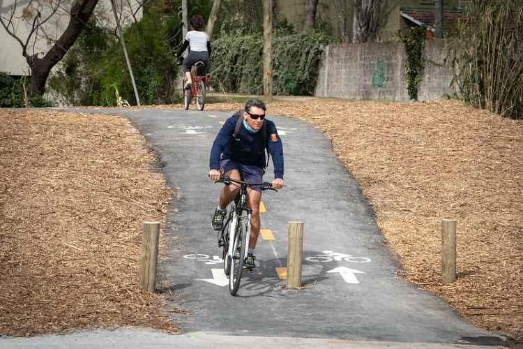 Nueva senda aeróbica en el parque público del puerto de San Isidro