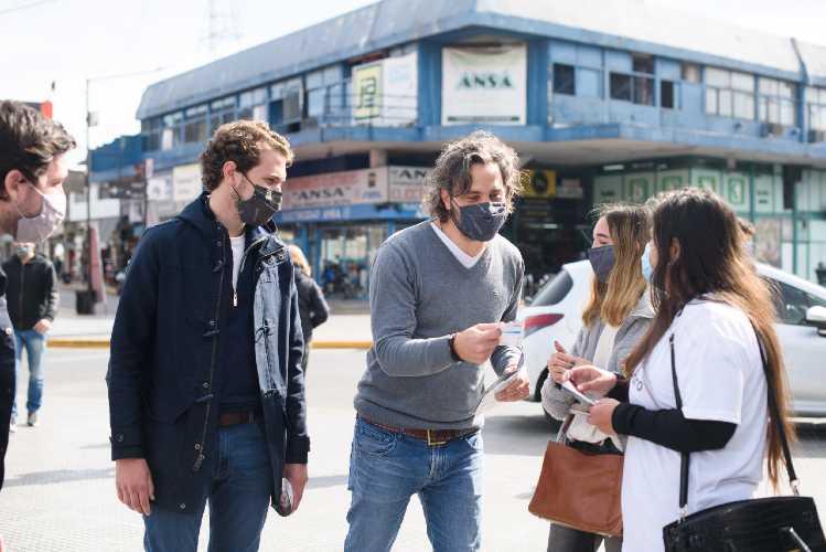 Santiago Cafiero recorrió San Isidro y dialogó con comerciantes y vecinos