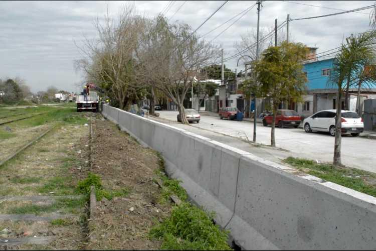Trenes Argentinos realiza obras de nuevos pasos peatonales y cerramiento perimetral en Victoria