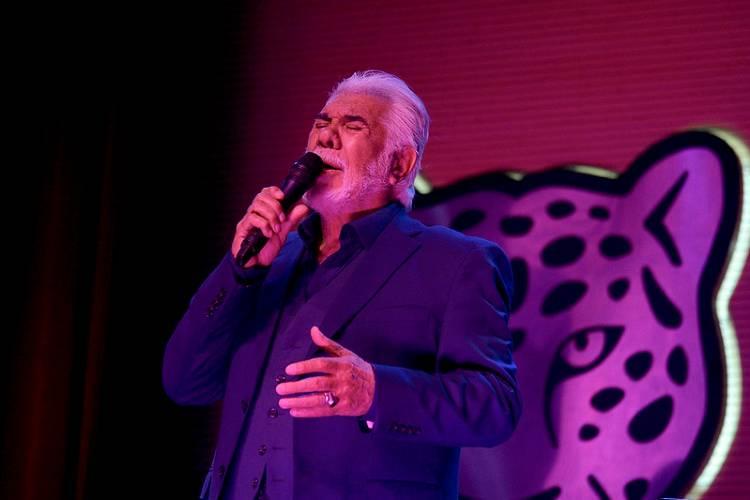 Raúl Lavié brilló en el retorno de los espectáculos presenciales del Teatro Municipal Pepe Soriano