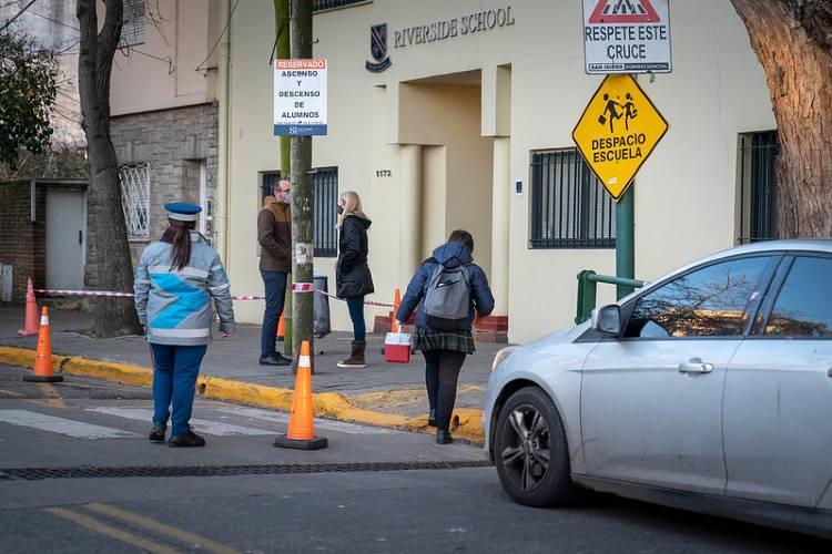 San Isidro implementó con éxito un sistema para agilizar el tránsito en la entrada de colegios
