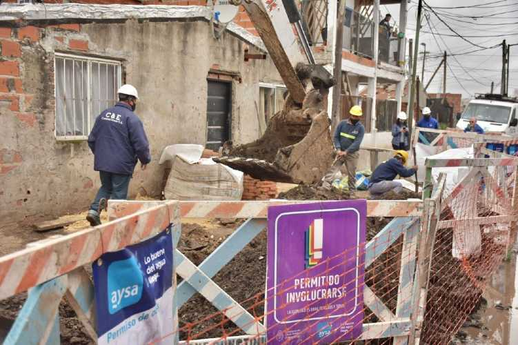 "Malena Galmarini recorrió la obra que llevará agua potable al barrio ""La Ruedita"" en Boulogne"