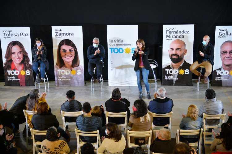 Gisela Zamora y el intendente Julio Zamora encabezaron el último acto de presentación de la lista de unidad del Frente de Todos
