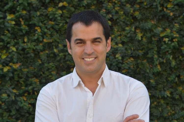 Denuncian que un candidato a concejal en San Isidro cobra sueldo como asesor en Tucumán