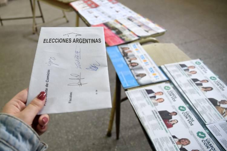 La elección se desarrolla sin inconvenientes en Buenos Aires