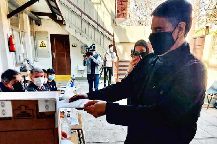 """Jorge Macri pidió por la """"boleta única"""" tras emitir su voto en el Colegio San Nicolás"""