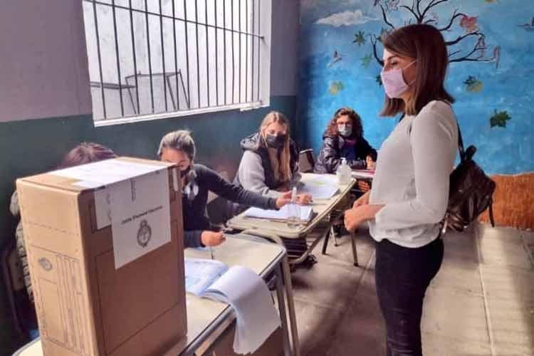 Julio y Gisela Zamora votaron en Benavídez
