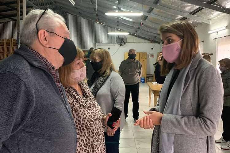 Gisela Zamora acompañó una nueva entrega de anteojos a adultos mayores en El Talar