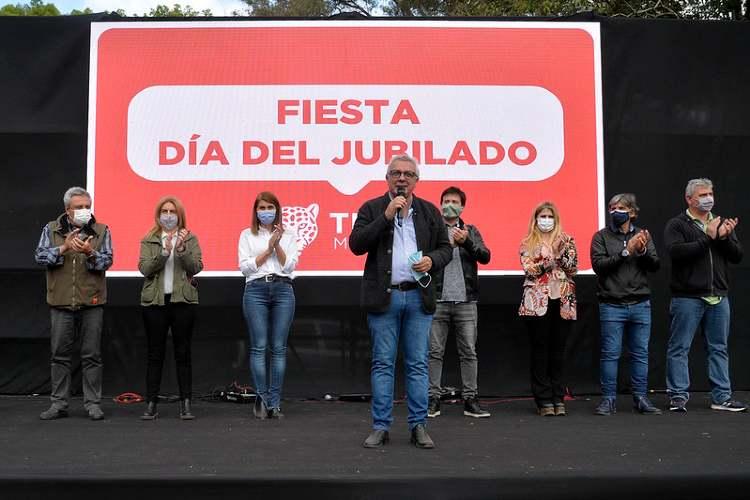 Julio Zamora encabezó los festejos por el Día del Jubilado en el club Ecosol