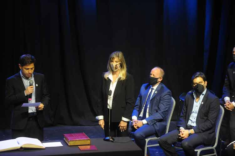 """Kicillof tomó juramento a nuevos ministros y dijo que el Gobierno bonaerense """"se amplía y fortalece"""""""