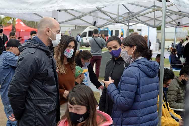 Buenos Aires Vacunate, AySA, ANSES y PAMI juntos en un operativo de cercanía en el barrio Las Tunas