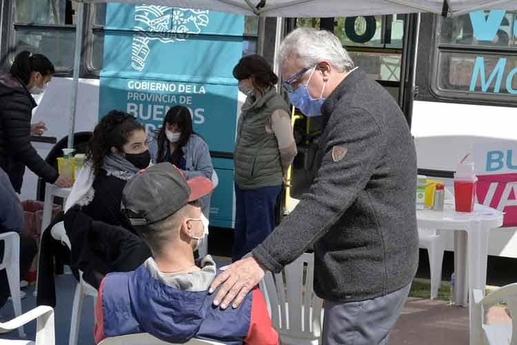 Julio Zamora supervisó el trabajo del vacunatorio móvil de la Provincia en Las Tunas
