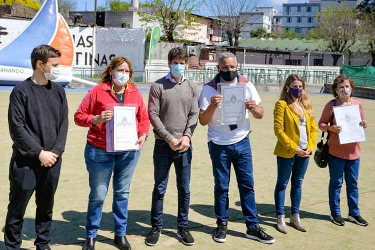 Juan Andreotti y Augusto Costa entregaron escrituras de viviendas a 60 familias de San fernando