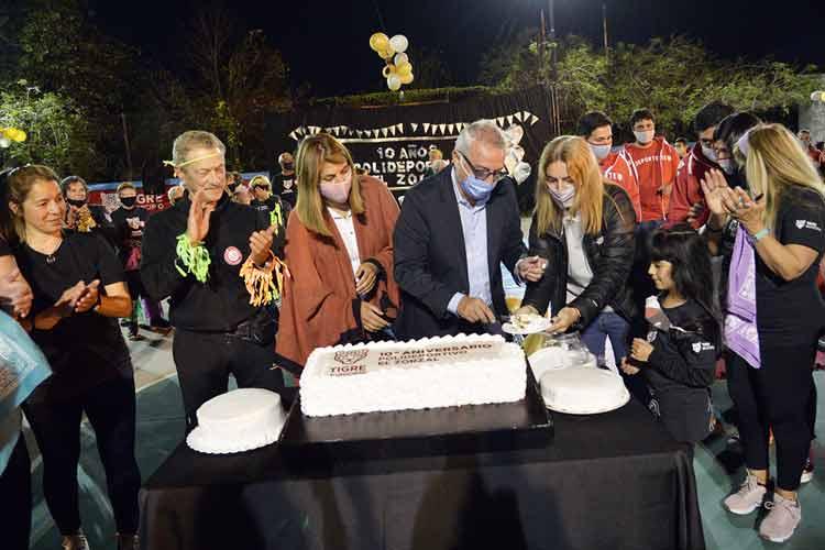 Julio y Gisela Zamora acompañaron la celebración del décimo aniversario del Polideportivo El Zorzal