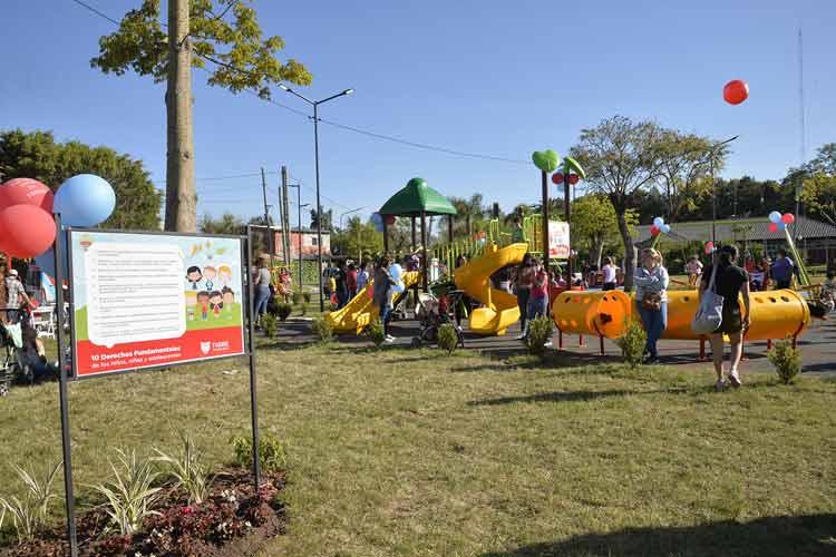 Julio y Gisela Zamora presentaron el espacio público N° 64 renovado por el Municipio de Tigre