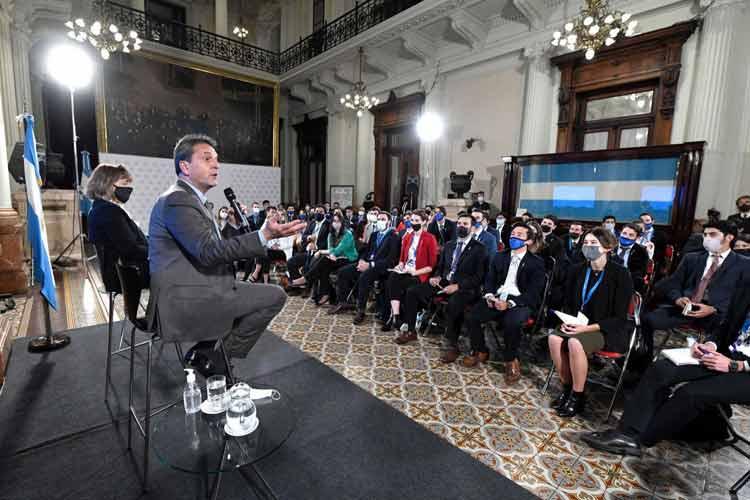 Sergio Massa escuchó en el Congreso a más de 90 jóvenes estudiantes y profesionales de todo el país